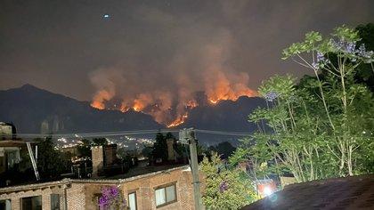 Al menos 15 heridos en el incendio forestal de Tepoztlán: dos personas tuvieron que saltar a un tanque de agua para escapar de las llamas