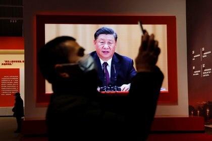 El régimen del omnipresente Xi Jinpíng rastrea las actividades de sus ciudadanos (REUTERS/Tingshu Wang)