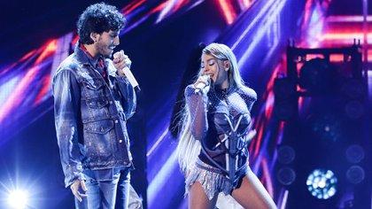 Danna Paola y Sebastián Yatra avivaron el rumor de un romance con su  presentación a dueto (Foto: Twitter @PremiosJuventud)