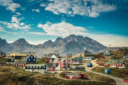 Junio, con más horas de luz en el norte, es un buen momento para aprovechar al máximo los increíbles paisajes de Groenlandia (Shutterstock)