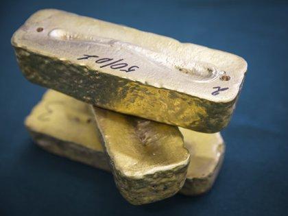 Imagen de archivo de barras de oro en la mina Altyntau, al norte de Kazajistán. 13 de junio, 2013. REUTERS/Andrey Lunin
