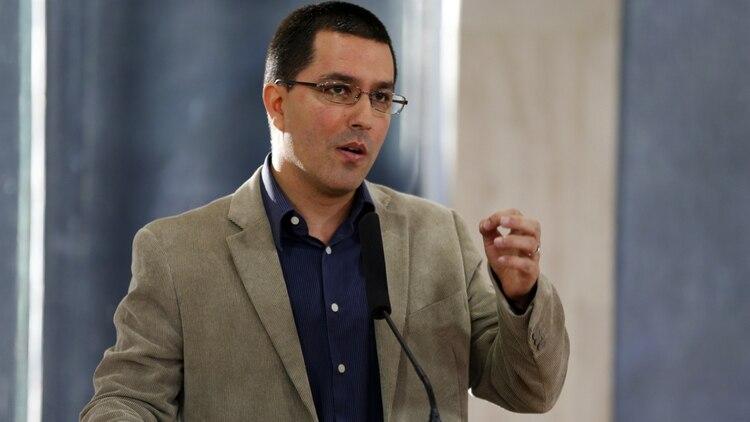 Jorge Arreaza, canciller de Venezuela yotro de los seguidores del gurú indio Sai Baba.