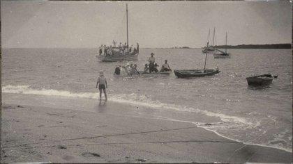 Despedida de la Expedición 1928-1929 a Low Islands. (CM Yonge/Biblioteca Nacional de Australia)