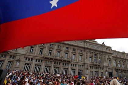 Cientos de personas protestaron en Buenos Aires, Argentina. (REUTERS/Martin Acosta)