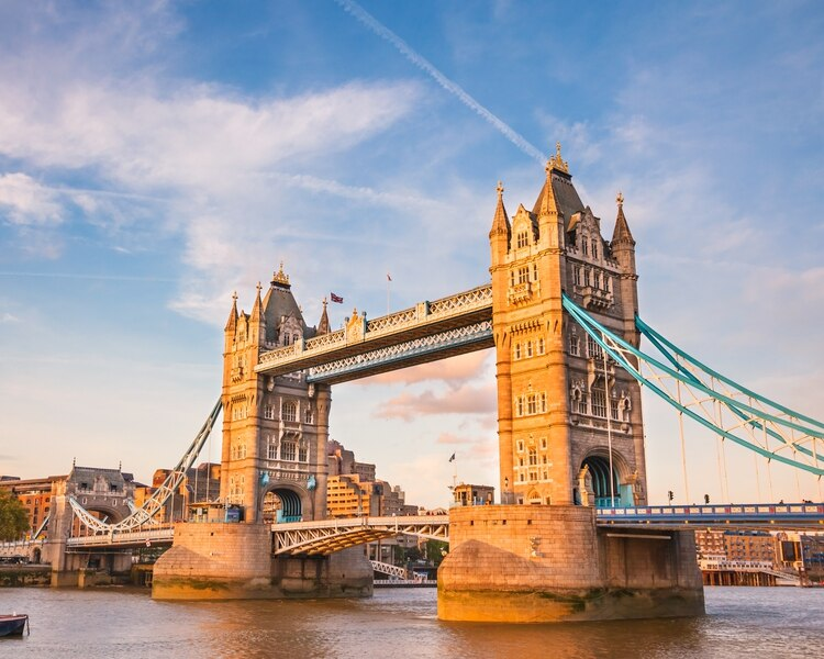 Un mercado de valores resistente y nuevas oportunidades para la creación de riqueza contribuyeron al aumento del Reino Unido en individuos extremadamente ricos