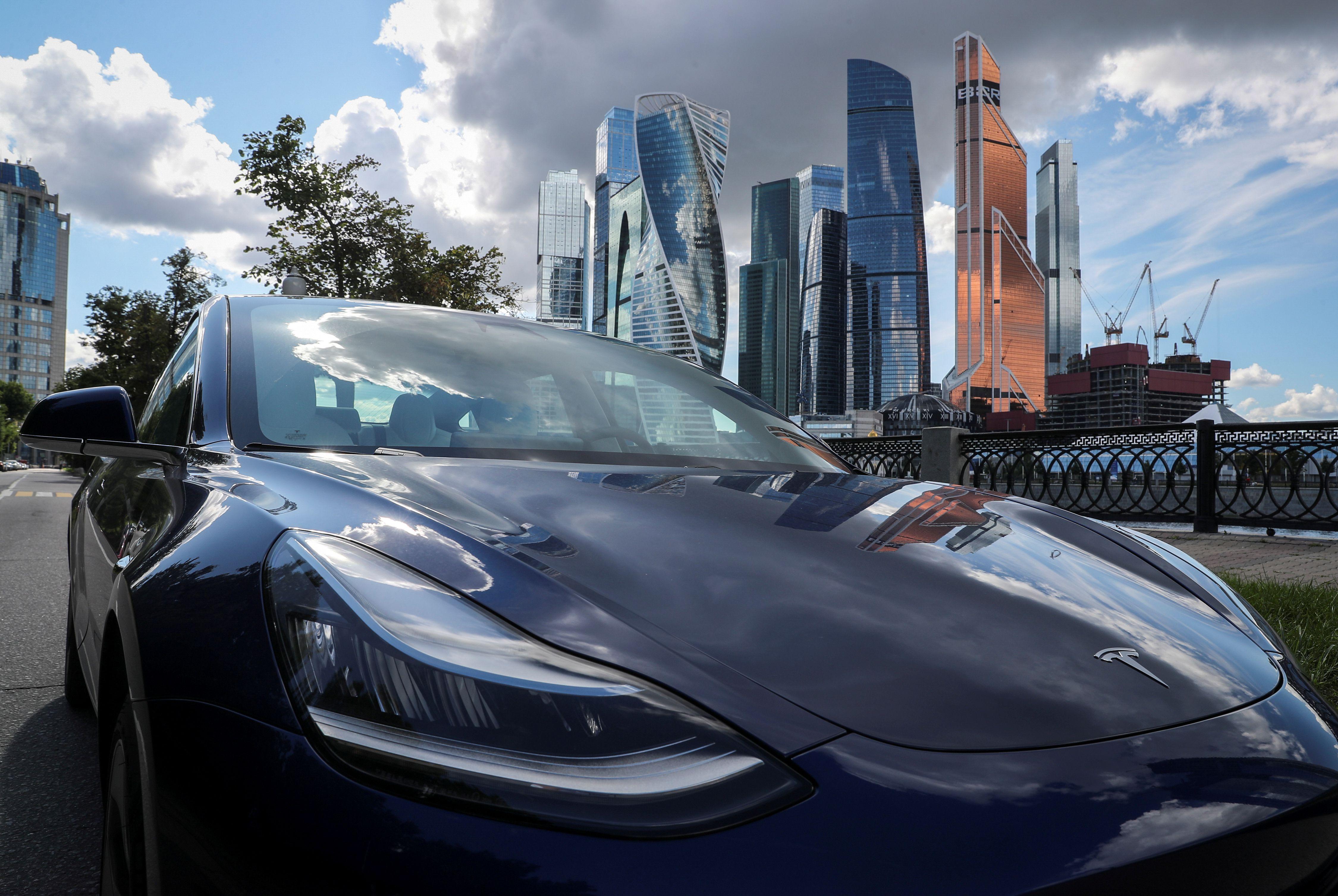El vehículo eléctrico de Tesla, Model 3, contará con un sistema de monitoreo del conductor a través de las cámaras del auto (REUTERS/Evgenia Novozhenina)