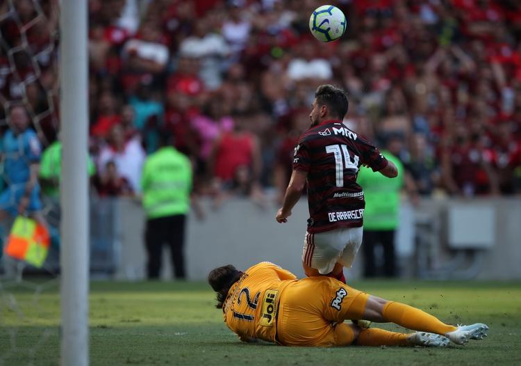 De Arrascaeta volvió a lesionarse en la rodilla izquierda y está en duda su participación en la final contra River (REUTERS/Ricardo Moraes)