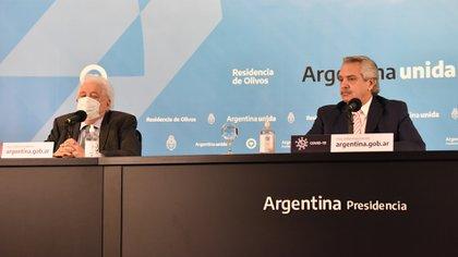 Alberto Fernández en una conferencia de prensa junto a Ginés González García (Foto: Franco Fafasuli)