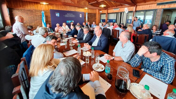 Del encuentro del PJ participaron gobernadores, intendentes, diputados y dirigentes sindicales