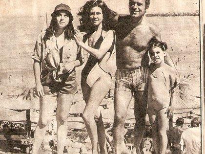 Marina y su familia en Mar del Plata a los siete años