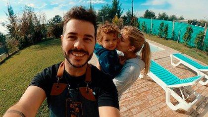 Nicolás Magaldi junto a su mujer, Betiana, y su hijo Bautista (Foto: Instagram)