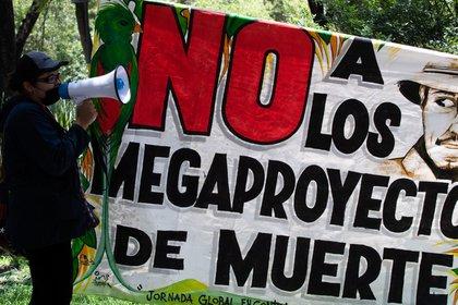 Las organizaciones civiles criticaron la construcción del Tren Maya por violar derechos humanos como el acceso a un medio ambiente sano (Foto: Cuartoscuro)