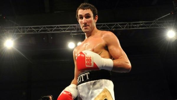 Westgarth comenzó su carrera como boxeador a los 24 años