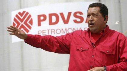 Hugo Chávez en una planta de PDVSA