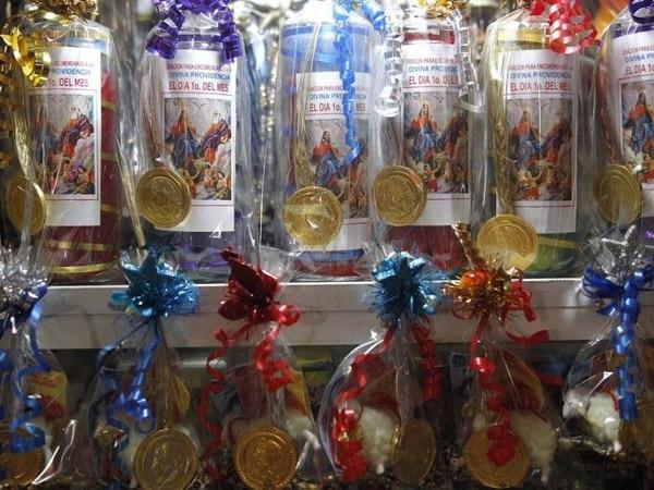Calzones, monedas, borregos, semillas y velas forman parte de los souvernirs para llamar a la suerte en el año por venir. (Foto: EFE)