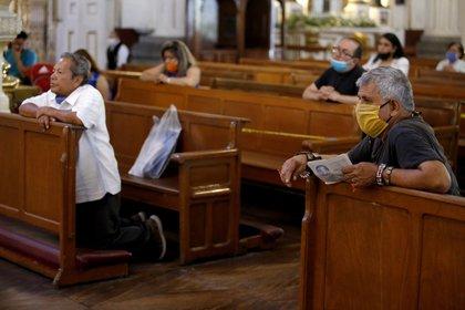 La misa del pasado domingo fue todavía a través de redes sociales (Foto: ULISES RUIZ / AFP)