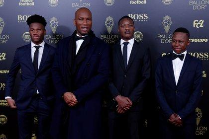 El ex futbolista marfileño Didier Drogba y sus hijos