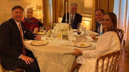 """Landau aseguró que estuvo en la mesa de la """"fiesta"""" durante la cena bilateral entre México y Estados Unidos este miércoles en la Casa Blanca (Twitter @USAmbMex)"""