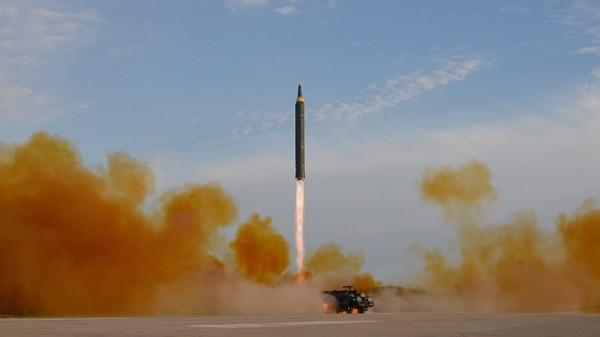 El lanzamiento de prueba de de un misil de Corea del Norte, en 2017 (Reuters)