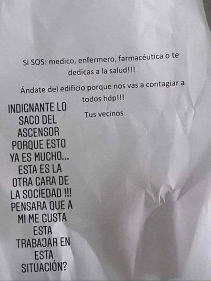 La carta que el farmacéutico Fernando Gaitán vio en el ascensor de su departamento de Villa Crespo el lunes