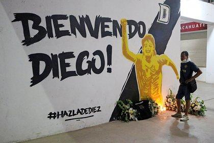 Trágica noticia para la ciudad al ver la muerte de su ex director técnico al mando de su equipo en dos finales (Foto: Jesús Fustamonde / Reuters)