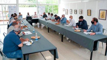 Del encuentro participaron la mayoría de los intendentes de la costa y después se sumaron los del conurbano a través de una videoconferencia