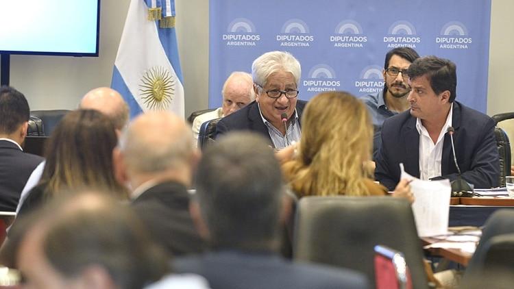 Julio Piumato hablando en el plenario de Comisiones en Diputados que trató el proyecto de reforma de jubilaciones de jueces (Gustavo Gavotti)