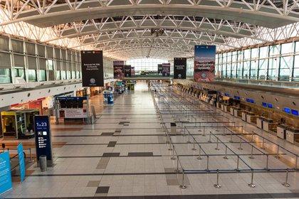 El aeropuerto de Ezeiza, vacío durante la cuarentena