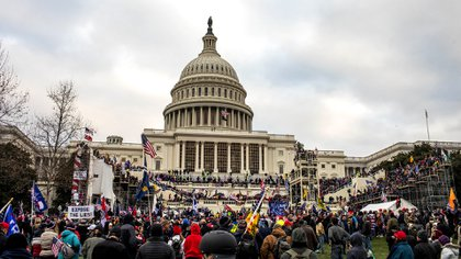Pro-Trump groups storm the Capitol in Washington (Jason Andrew / The New York Times)
