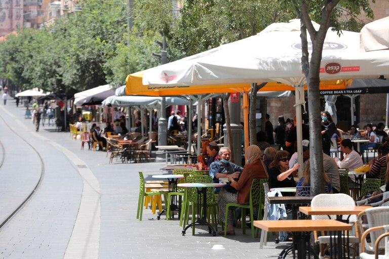 Cafés, restaurantes y bares reabren en un Israel casi normalizado