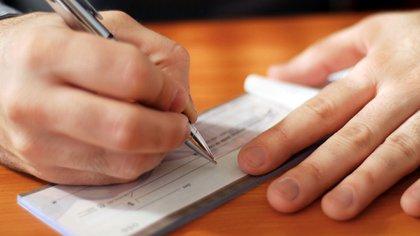 Cabe destacar que los Echeq, tal como sucede con los cheques tradicionales, siguen pagando el impuesto a los créditos y débitos bancarios. (iStock).