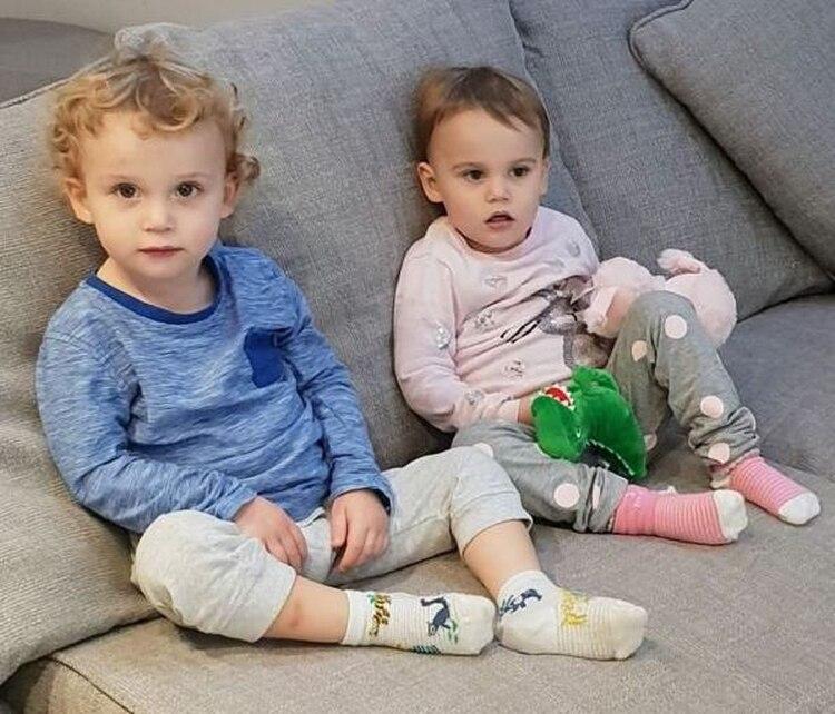 El personal médico acudió al domicilio y halló los cuerpos de los dos menores de dos años. (Foto: Twitter)