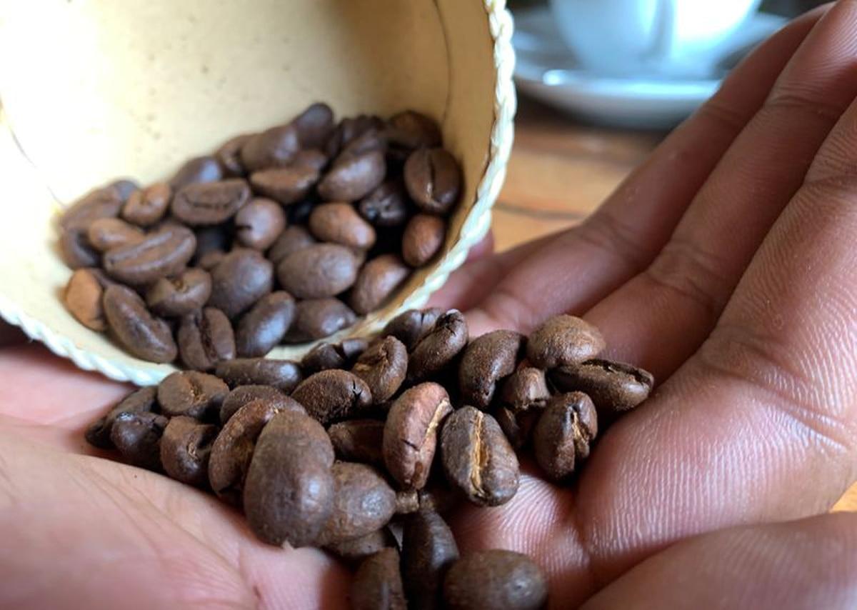 Resultado de imagen de El precio del café arábica ha perdido en los mercados un 20% de su valor desde principios de año. Es la materia prima más afectada por el coronavirus venido de China, que ha cerrado miles de cafeterías.