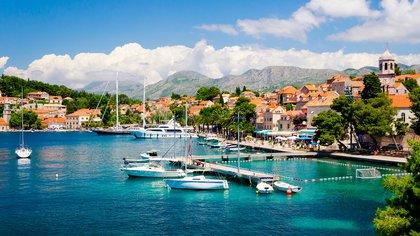 Cavtat es el centro turístico más meridional de Croacia: en una península, se encuentra entre dos hermosos puertos, con muchos paseos y playas (Shutterstock)