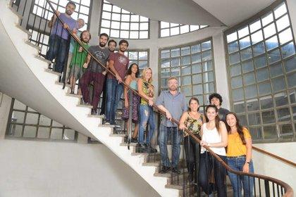 Los investigadores que conforman el equipo de trabajo de Gabriel Rabinovich. Foto: Fernando Calzada.