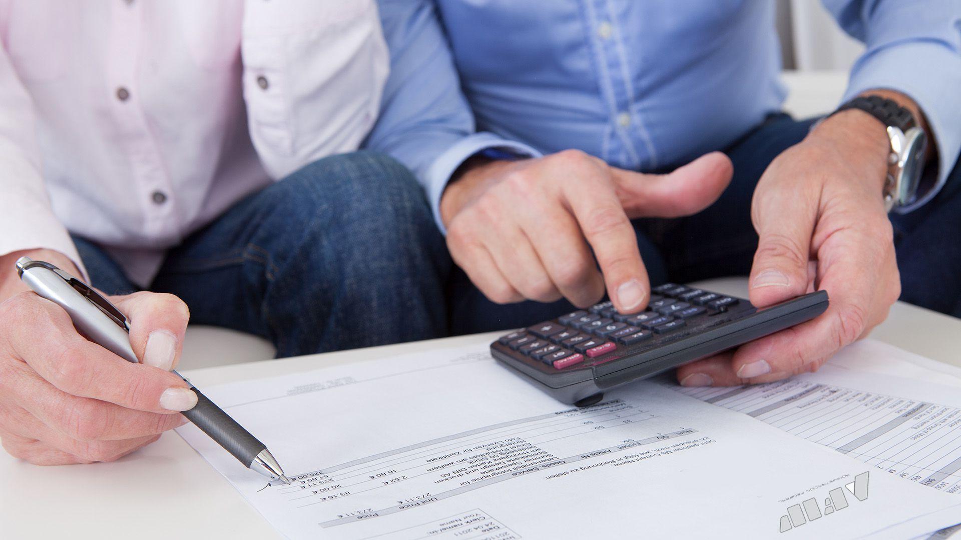 El impuesto a las Ganancias es un tributo mensual y el empleador lo retiene mensualmente