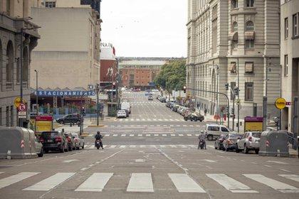 Una rara postal del microcentro porteño, distrito financiero de la ciudad, desolada y con escaso tráfico  (Erica Canepa/Bloomberg)