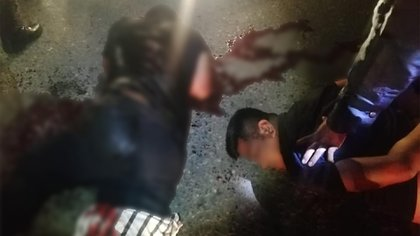 Los elementos municipales de Cunduacán solicitaron auxilio a los policías de Jalpa de Méndez, territorio vecino, ya que los ocupantes del Yaris habían escapado hacia ese ayundamiento (Foto: Facebook/@JalpaCaliente)