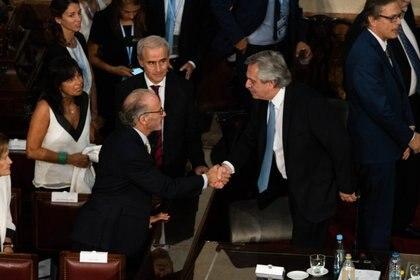 El presidente Alberto Fernández saluda al titular de la Corte Suprema Carlos Rosenkrantz (Franco Fafasuli)
