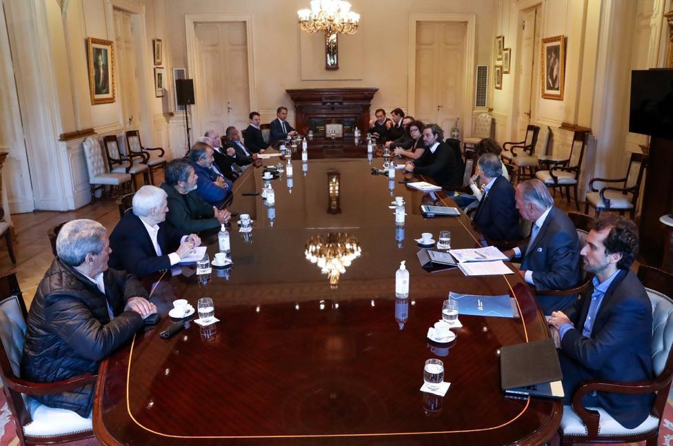 El Gobierno, los empresarios y los sindicalistas, en la Casa Rosada, en el debut del comité tripartito