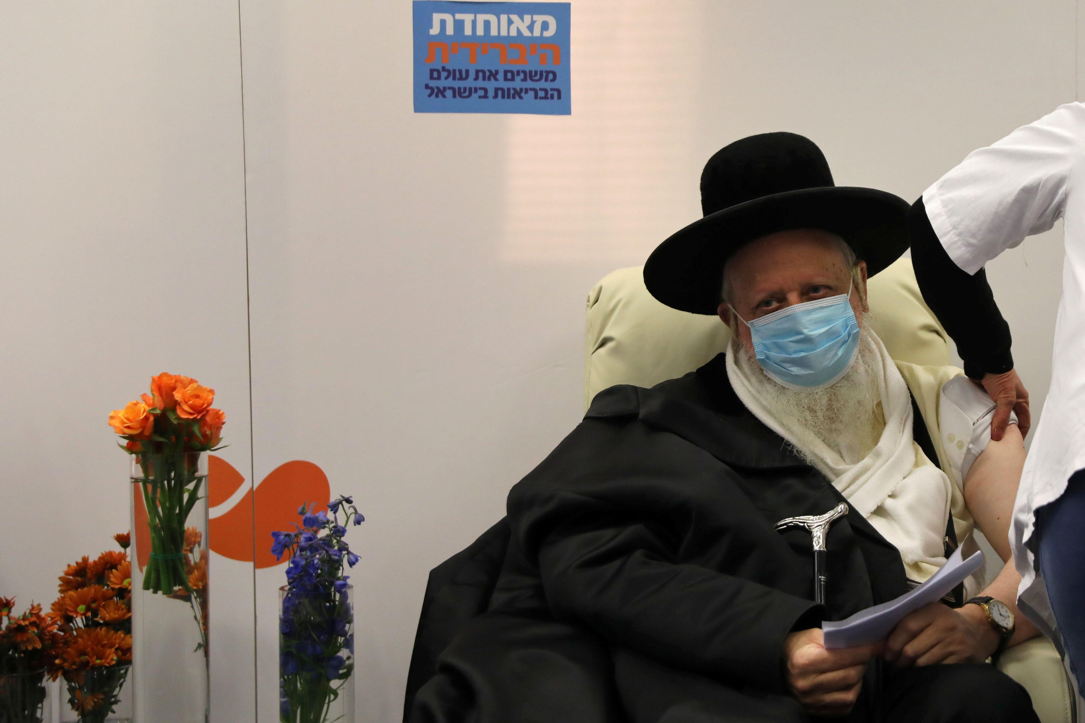 Israel planea vacunar al 25% de su población en un mes (Reuters)