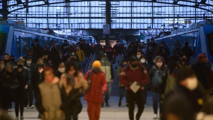El transporte público, uno de los ejes principales del debate sobre la modalidad de la nueva cuarentena (Adrián Escandar)