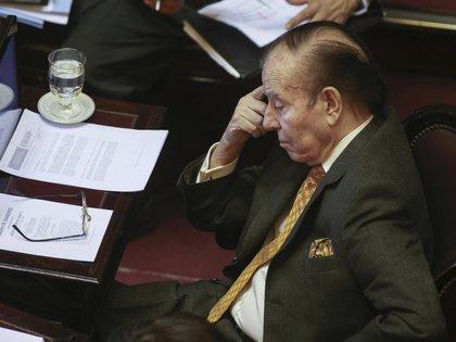 Carlos Menem tenía mandato como senador nacional hasta 2023 (NA)