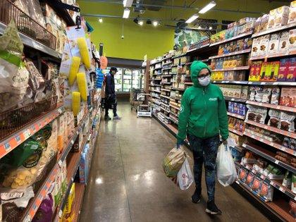 Compradores en una tienda en Los Ángeles, California