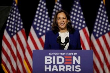 La candidata a vicepresidente demócrata, Kamala Harris, en su primer acto de campaña junto a Joe Biden en la Alexis Dupont High School in Wilmington, Delaware. REUTERS/Carlos Barria