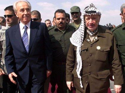 Shimon Peres y Yasser Arafat, protagonistas de los Acuerdos de Oslo por Israel y la OLP