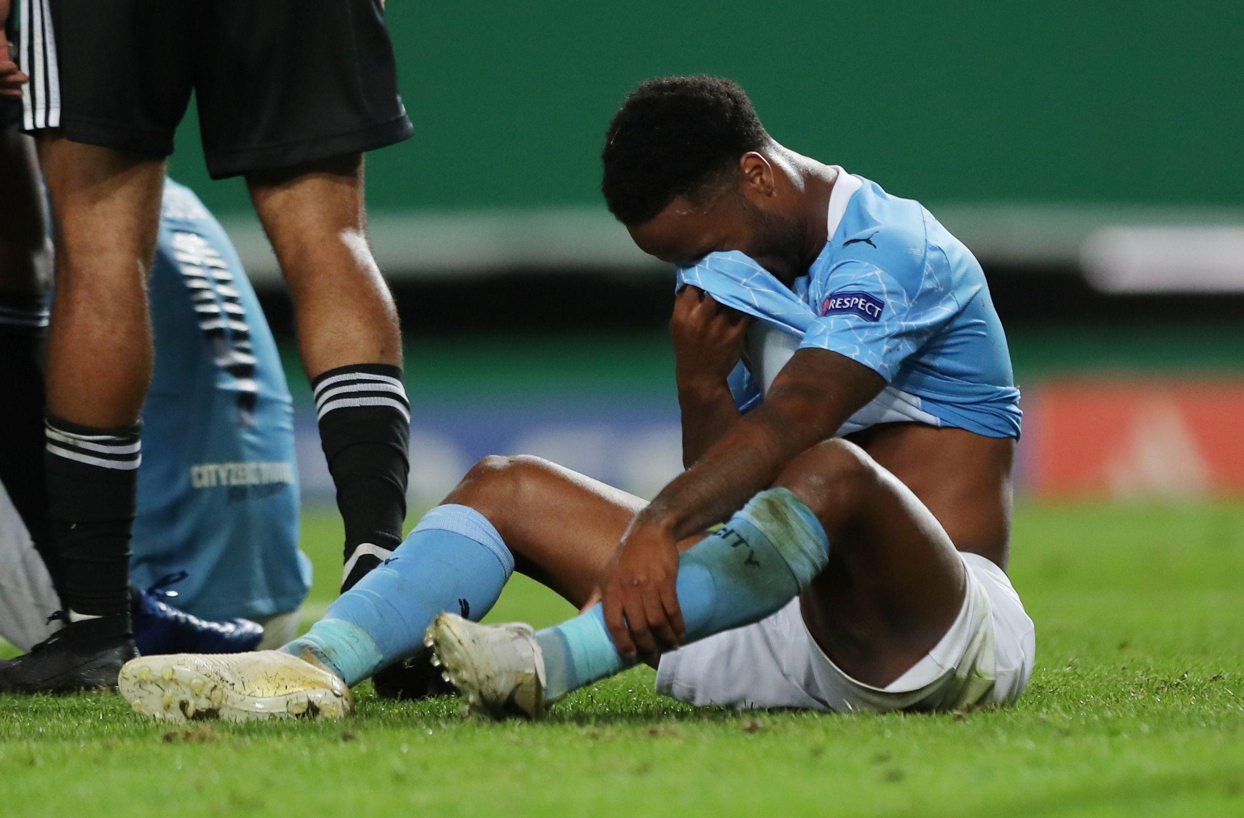 Sterling se lamenta por el gol errado (Miguel A. Lopes/Pool via REUTERS)