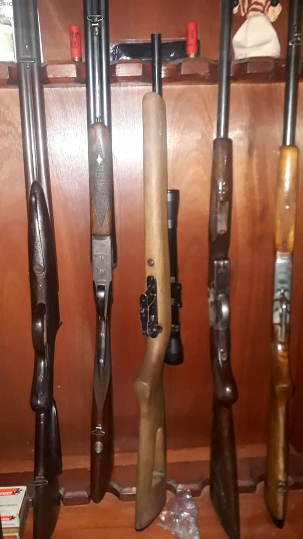 En la casa del fallecido, personal de Gendarmería encontró varias armas
