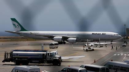 Una de las aeronaves de Mahan Air en el aeropuerto de Caracas, Venezuela (Reuters)
