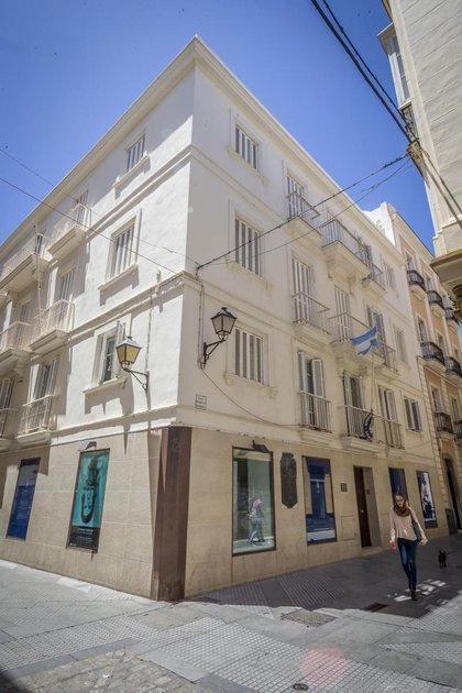 Aspecto actual de la casa que habitó Rivadavia en Cádiz, en sus últimos años de vida. Hoy funciona el consulado argentino.